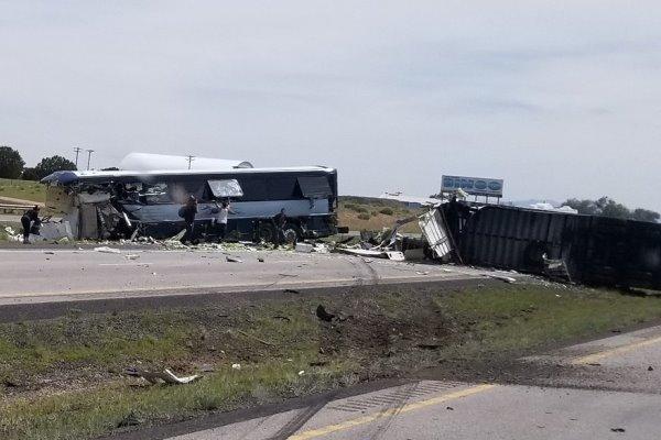 تصادف مرگبار اتوبوس مسافربری با یک کامیون باری در نیومکزیکو