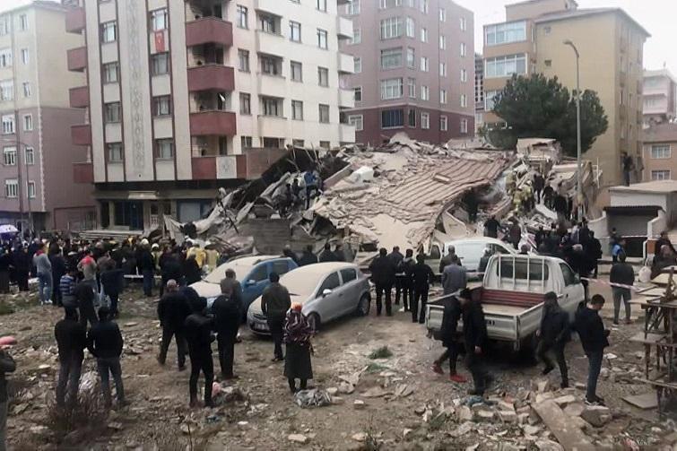 افزایش شمار تلفات ریزش ساختمان مسکونی در استانبول