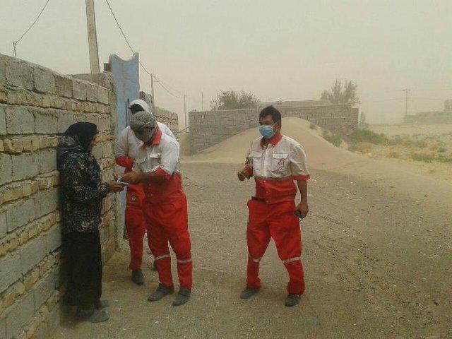توزیع بیش از 31 هزار ماسک در شهرهای طوفان زده سیستان، نیرو های امدادی در آماده باش کامل قرار دارند