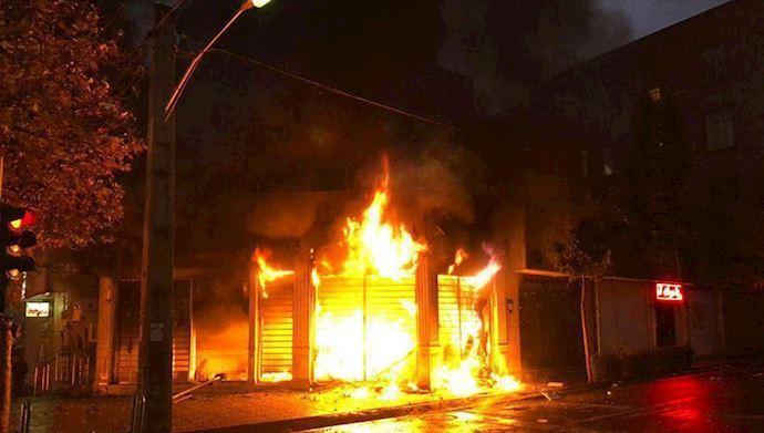 عامل به آتش کشیدن یک بانک در یافت آباد شناسایی شد