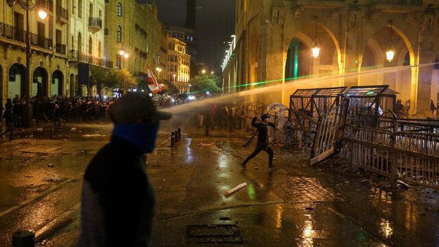 درگیری ها میان معترضان لبنانی و نیروهای امنیتی در بیروت بالا گرفت
